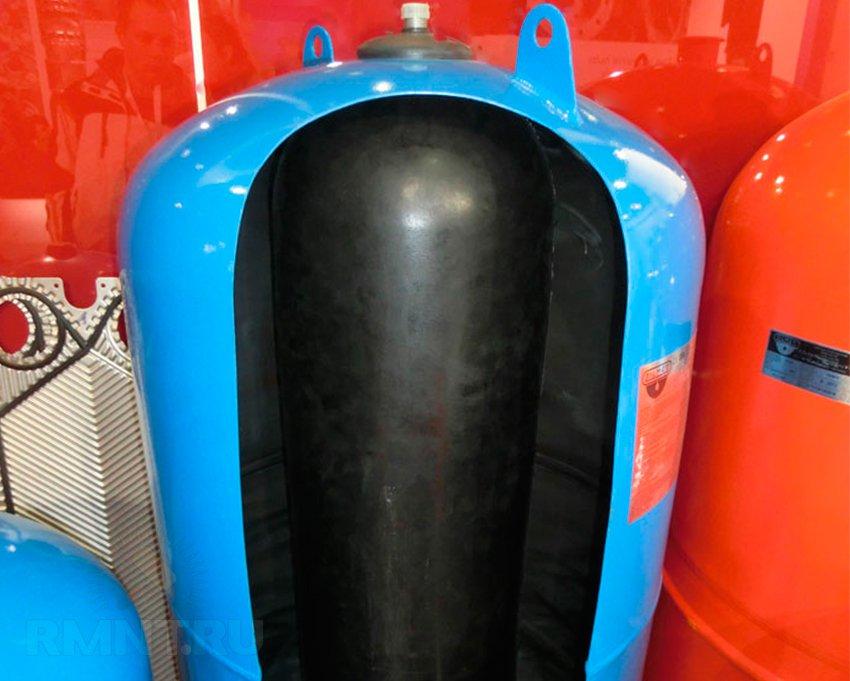 Устройство гидроаккумулятора (в разрезе)