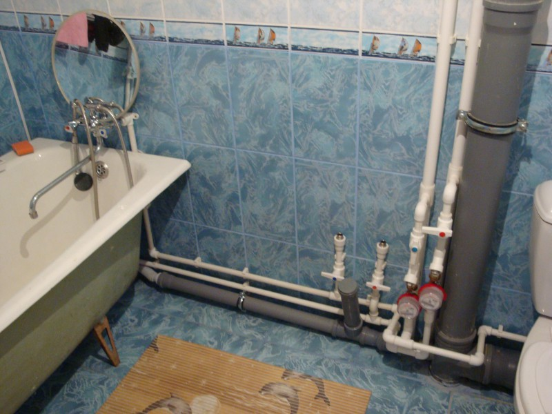открытый тип разводки труб водоснабжения