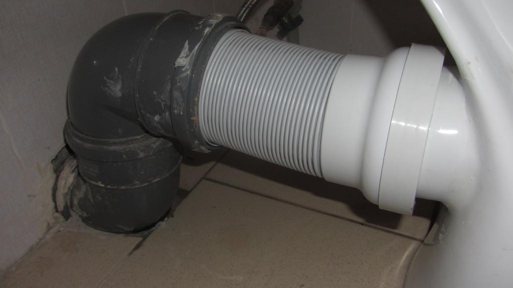 Подключение унитаза с горизонтальным выпуском к канализации